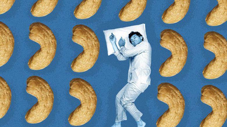 12 خوراکی که به خواب بهتر کمک میکنند