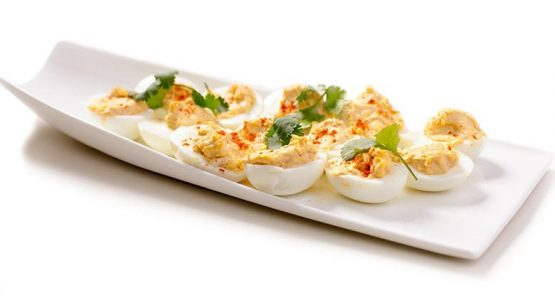 تخم مرغ آب پز ساده اما تند و تیز